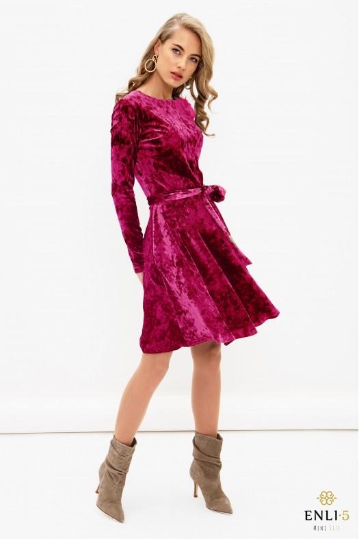 Ciklameninė, aksominė kliošinė suknelė