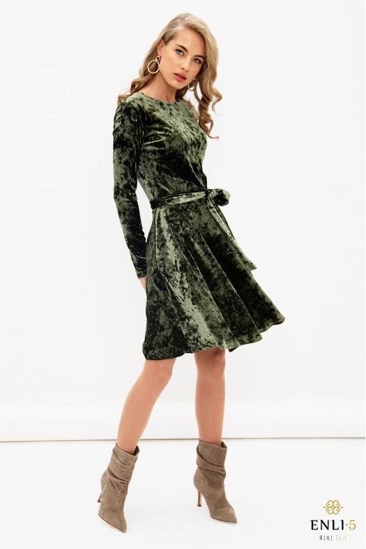 Chaki spalvos, aksominė, kliošinė suknelė