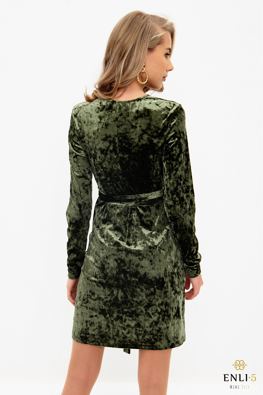 Chaki spalvos, aksominė, perrišama suknelė