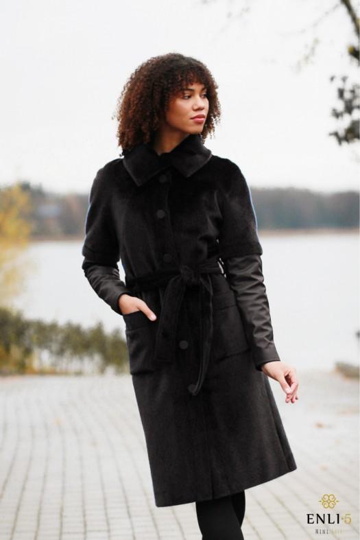 Juodas kailinis paltas su odinėm rankovėm