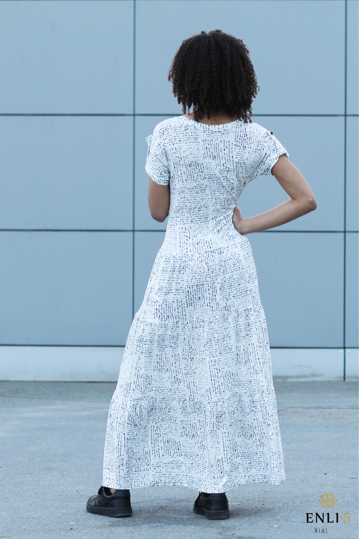 Balta ilga suknelė su užrašais KAROLINA