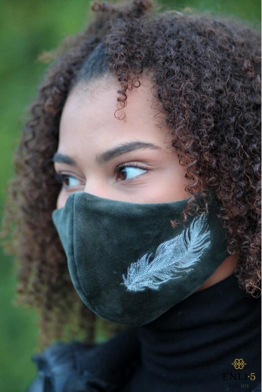 """Chaki veliūrinė kaukė """"plunksna"""""""