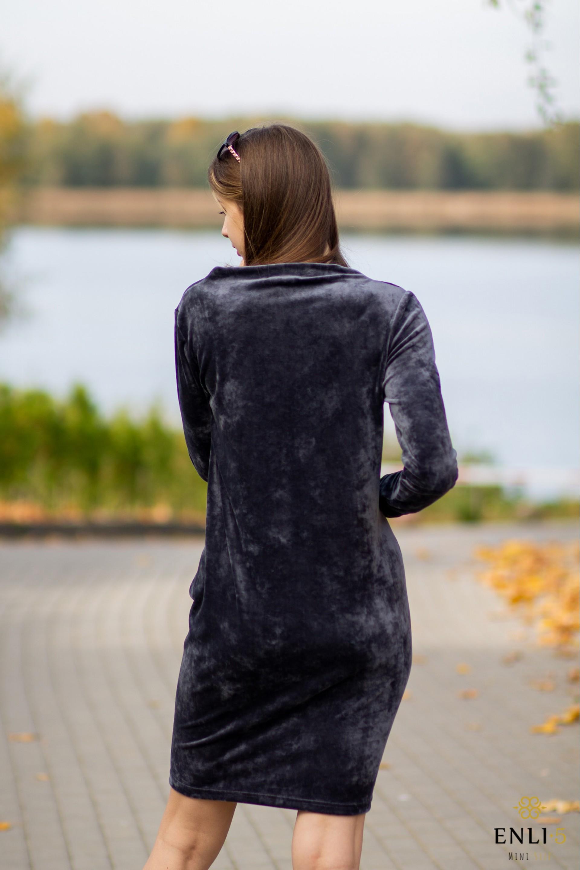 Pilka, ypatingo veliūro suknelė