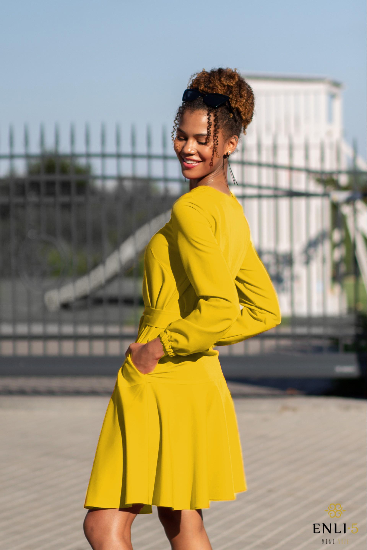 Geltonos spalvos suknelė su volanu LOLA