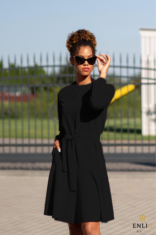 Juodos spalvos suknelė su volanu LOLA