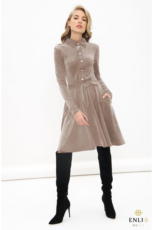 Kapučino spalvos, veliūrinė, kliošinė suknelė VILTĖ