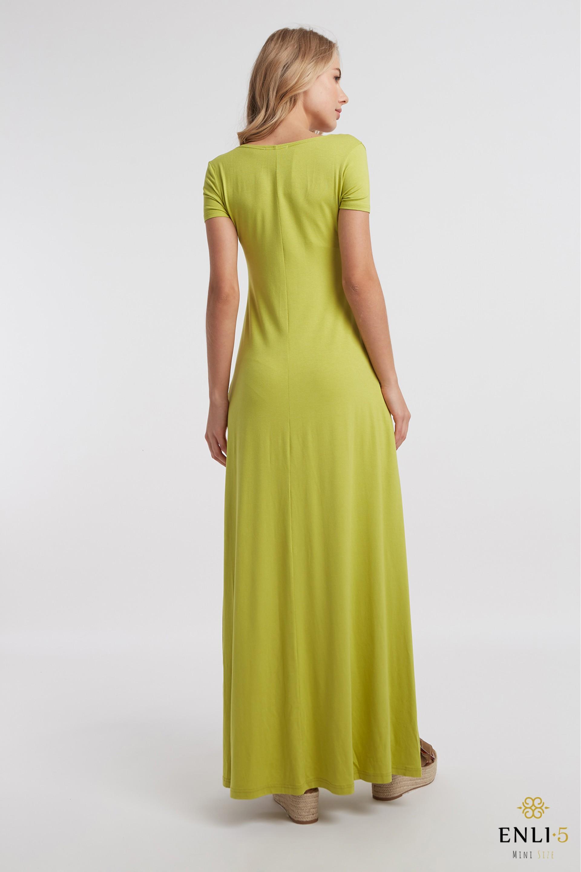 Žalia ilga platėjanti suknelė